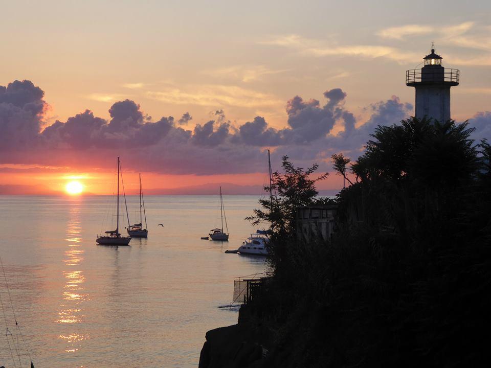 שקיעה מול הים - פלוטילה לאיטליה - בלו ווייב