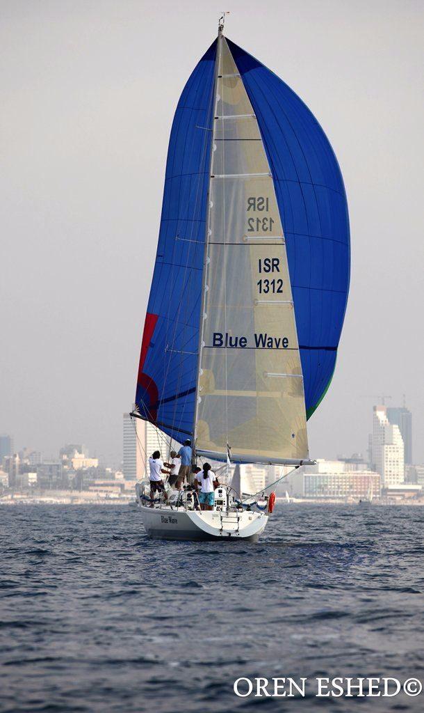יאכטה תחרותית מהטובות בעולם - Blue Wave