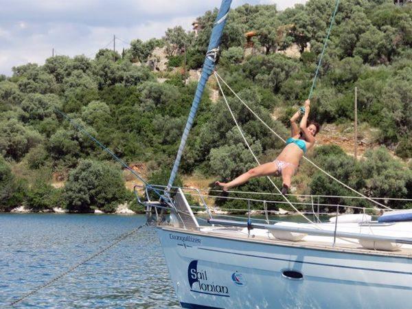 קפיצה למים במהלך פלוטילה ליוון 2013