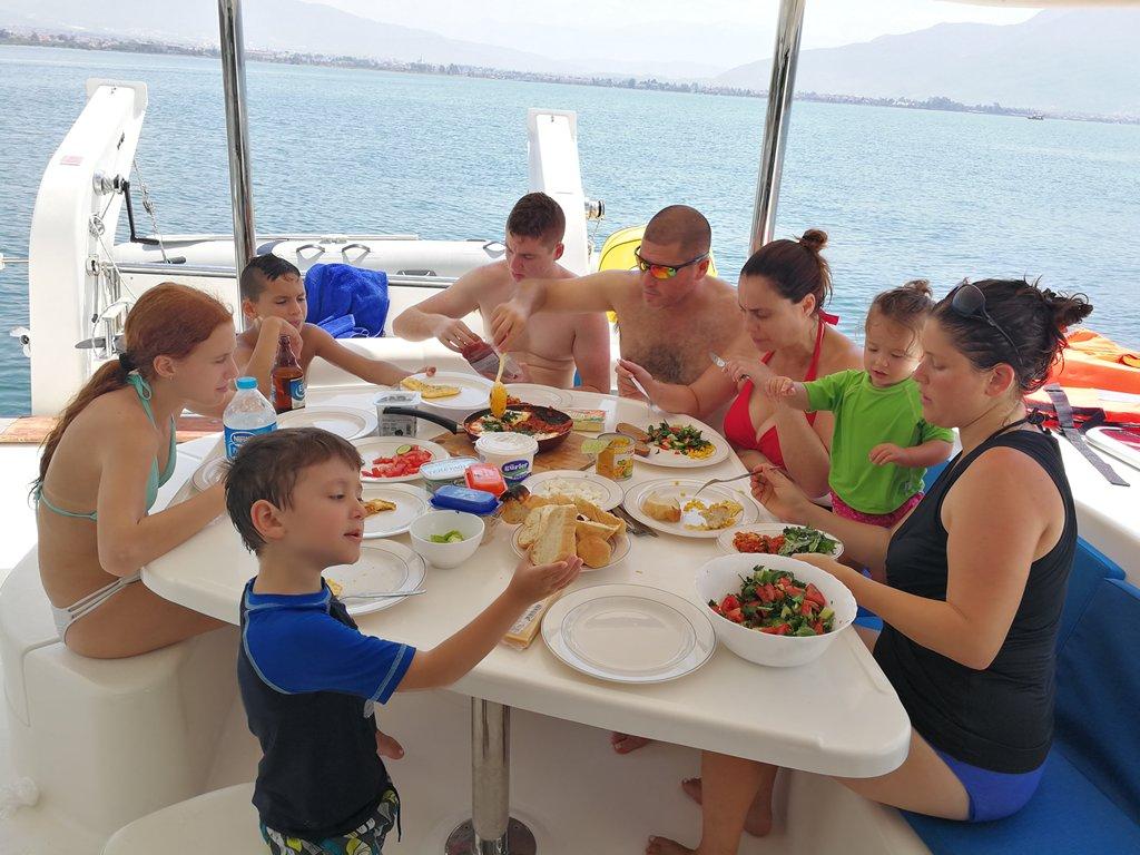 חופשה משפחתית על יאכטה ביוון